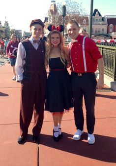 Dapper Day 2014 at Magic Kingdom + People Showing their Disney Side! Dapper Day Outfits, Disney Dapper Day, Disney Bound Outfits, Disney World Parks, Disney Bounding, Disney Cosplay, Cute Socks, Disney Fashion, Disney Family