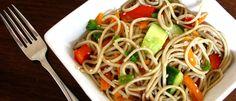 Para sua surpresa, é possível fazer as pazes entre salada e macarrão, dois pratos que, combinados, rendem uma opção leve, nutritiva e bem diferente.