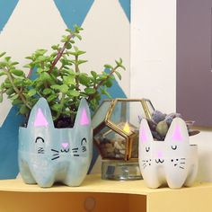 New cats house diy simple ideas Diy Crafts For Gifts, Cat Crafts, Diys, Deco Floral, Diy Planters, Garden Planters, Recycled Planters, Recycled Bottles, Craft Projects
