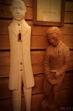 nrot 86 ja 87, Virtain kirkon morsiushuone 24.7.2015.  Valkoiseksi maalattu ukko on kuortanelaisen Heikki Mikkilän käsialaa ja toinen opettaja Voipa Sulkavan vuonna 1926 tekemä. Molemmista tehty kopiot.