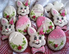velikonoce, perníky Page 20 Fancy Cookies, Iced Cookies, Cute Cookies, Easter Cookies, Easter Treats, Cupcake Cookies, Christmas Cookies, Paint Cookies, Delicious Cookie Recipes