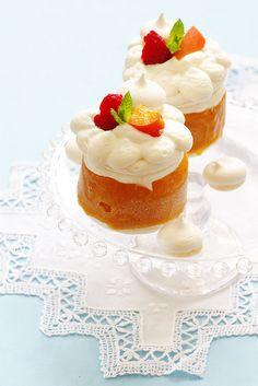 Vacherin aux abricots. Apricots and meringue frozen cake ©Edda Onorato