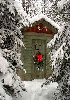 Even the outhouse is decorated for Christmas! merrychristmas : Even the outhouse is decorated for Christmas! Noel Christmas, Country Christmas, All Things Christmas, Winter Christmas, Winter Snow, Christmas 2019, Christmas Scenes, Christmas Music, Natal Country