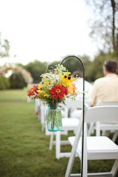 Como eu havia comentado com vocês no post de ontem aquido Blog, resolvi fazer uma busca de ideias para a decoração da cerimônia religiosa do casamento, já que esse é um assunto super pesquisado no...