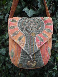 Cestou k potoku / Zboží prodejce Hana Zvéšková Fabric Handbags, Fabric Purses, Fabric Bags, Felt Purse, Diy Purse, Garden Bags, Diy Bags Purses, Art Bag, Boho Bags