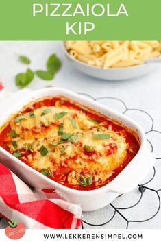 Kip pizzaiola: kip uit de oven in tomatensaus met oregano, kaas en olijven. Lekker, makkelijk en weer eens wat anders! Serveer de kip pizzaiola bijvoorbeeld met pasta, couscous of rijst. Of wat dacht je van een ciabatta en caprese salade. Klik snel verder voor dit ovenschotel recept en meer kip recepten. #recept