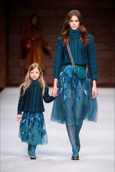 Elisabetta Franchi Milano - Spring Summer 2018 Ready-To-Wear - Shows - Vogue. Knitwear Fashion, Knit Fashion, Fashion Kids, Look Fashion, High Fashion, Fashion Show, Womens Fashion, Milan Fashion, Street Fashion