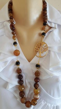 Collana annodata a mano con pietre dure sfaccettate graduate agata marrone 10/20 mm, elemento in ottone satinato , lunghezza 80 cm.