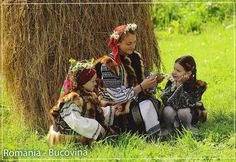 Cute Little Girls in Romania We Are The World, People Of The World, Popular Costumes, Art Populaire, Bucharest Romania, Thinking Day, My Heritage, Beautiful Places To Visit, Eastern Europe