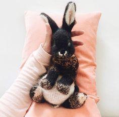 Knitted Bunnies, Knitted Animals, Animal Knitting Patterns, Crochet Patterns, Knitted Toys Patterns, Crochet Rabbit Free Pattern, Amigurumi Patterns, Stitch Patterns, Black Otter Rex Rabbit