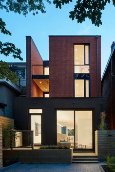 Summerhill House in Midtown Toronto / Atelier Kastelic Buffey H Design, Facade Design, Exterior Design, Modern Condo, Modern House Design, Brick Facade, Facade House, Residential Architecture, Modern Architecture