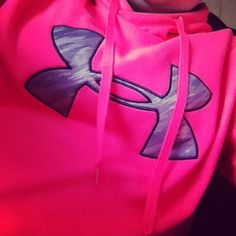 Under Armour Hoodie.JAI wants this soooo bad! Workout Attire, Workout Gear, Workout Fitness, Pink Outfits, Sport Outfits, Cute Outfits, Nike Under Armour, Under Armour Hoodie, Sporty Clothes