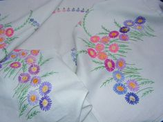 TRULY B'FUL VTG RICHLY HAND EMBROIDERED LUSH FLOWER LINEN TABLECLOTH | eBay