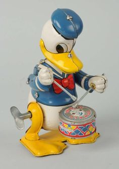 Tin Wind-Up Donald Duck Drummer By Linemar. Mickey Mouse Toys, Mickey Mouse And Friends, Vintage Cartoon, Vintage Disney, German Toys, Duck Toy, Origami, Disney Toys, Tin Toys
