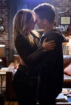 This made me so happy when I watched it -tb>>yeah i was on the couch giggling like a freak Vanessa Ray Blue Bloods, Blue Bloods Jamie, Blue Bloods Tv Show, Jamie Reagan, Blood Photos, W Two Worlds, Popular Shows, Love Blue, Celebs
