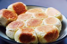 """glutinous rice tofu bread "" is Umashi ♡ - Locari (Rokari) Glutinous Rice, Tofu, Bread Recipes, Donuts, Hamburger, Sausage, Food And Drink, Sweets, Lunch"