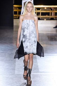 Majorly in love with this silhouette, platforms would be a must for my shortness too  Spring 2015 Ready-to-Wear - Rick Owens