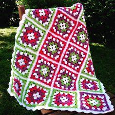 Small quilt made of grandma squares, yarn Novita 7 veljestä