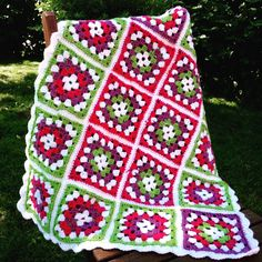 Small quilt made of grandma squares, yarn Novita 7 veljestä