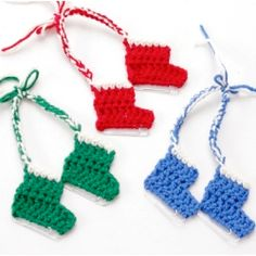 A sweet little crochet pattern for Ice Skate ornaments. All you need is some yarn and a jumbo paper clip for the blade!