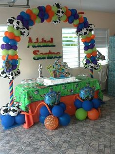 Toy story Toy Story Birthday, Toy Story Party, Boy Birthday, Balloon Centerpieces, Balloon Decorations, Party Themes, Party Ideas, Cowboy Theme, Balloon Party