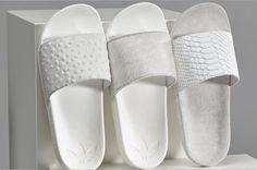 Bom dia! Serei só eu que já só penso em férias, e pés em chinelos frescos? Estes super stylish Mi adilette da Adidas são ultra minimalistas muito apetecíveis na versão em branco e em preto.
