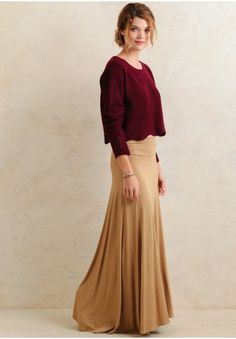 A wardrobe staple, this simple skirt is perfect for creating a variety of casual and comfortable looks.