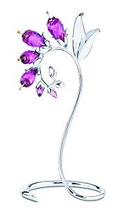 Swarovski Dacea Crystal Paradise Flower - Dacea,Fuchsia Swarovski Crystal Paradise Flower inspired by comfrey,the energetic color is an immediate. Swarovski Crystal Figurines, Swarovski Crystals, Crystal Decor, Crystal Jewelry, Cut Glass, Glass Art, Glass Figurines, Crystal Collection, Violet