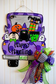 """Your individual door hanger Sure, the classic is of course the door pendant, in which on leading """"don't disturb"""" and on the back """"in"""" stands. Halloween Door Hangers, Fall Door Hangers, Fall Halloween, Halloween Crafts, Halloween Decorations, Happy Halloween, Halloween College, Porte D'halloween, Adornos Halloween"""