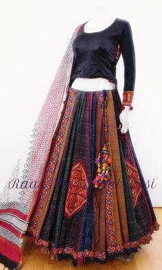chaniya choli for garba Choli Blouse Design, Saree Blouse Neck Designs, Lehenga Designs, Blouse Designs, Cotton Lehenga, Lehenga Gown, Party Wear Lehenga, Indian Fashion Dresses, Indian Designer Outfits