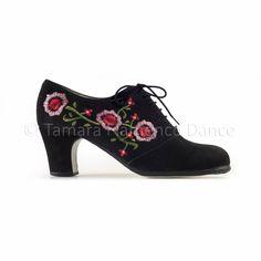 Zapato profesional de flamenco Begoña Cervera modelo Ingles Bordado https://www.tamaraflamenco.com/es/zapatos-de-flamenco-profesionales-4