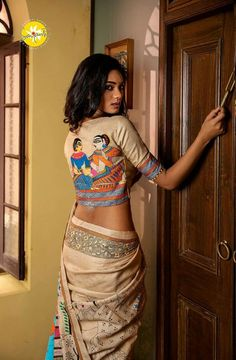 Blouses designs with embroidery have always been in the trend. A designer Sayanti Ghosh creates exceptional and mind-blowing blouse designs with embroidery. Blouse Back Neck Designs, Sari Blouse Designs, Saree Blouse Patterns, Fancy Blouse Designs, Bridal Blouse Designs, Bollywood, Stylish Blouse Design, Stylish Sarees, Saree Look