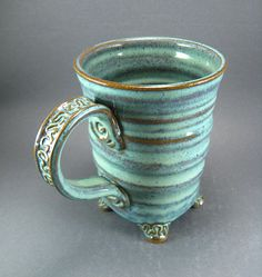 Cool mug style, with cute little FEET! / pottery / ceramics  art design shop…