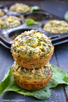 Radish and goat cheese muffins. The leaves are low in calories and very rich in vitamins and antioxidants: carotene, vitamin C, folic acid, calcium,… and the vitamins and fibers often concentrated in the skin of fruits and vegetables. Vegetarian Menu, Vegetarian Appetizers, Appetizer Recipes, Cooking Chef, Fun Cooking, Food In French, Protein, Peeling, Food Waste