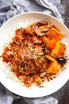 Slow Cooker Chicken Cacciatore With Potatoes is an EASY weeknight dinner that cooks itself! With chicken falling off the bone in an Italian stew! Cacciatore Recipes, Italian Stew, Italian Dishes, Italian Recipes, Slow Cooker Recipes, Crockpot Recipes, Cooking Recipes, Whole30 Recipes, Appetizers