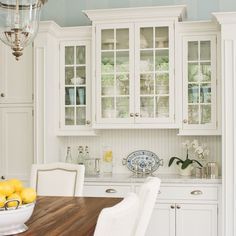 Kitchen cabinets with glass doors - White Kitchen Remodel White Kitchen Cabinets, Painting Kitchen Cabinets, Diy Cabinets, Kitchen Paint, Kitchen Redo, New Kitchen, Kitchen White, Kitchen Backsplash, White Cupboards