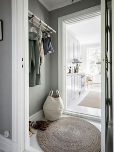 〚 Bright Scandinavian home filled with live plants 〛 ◾ Photos ◾Ideas◾ Design Hallway Decorating, Interior Decorating, Scandinavian Home Interiors, Wood Bedroom Furniture, White Rooms, White Decor, Interior Design Living Room, Interior Inspiration, Decoration