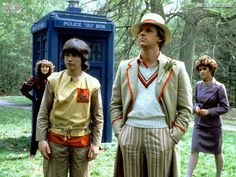 The Doctor (Peter Davison) with Nyssa (Sarah Sutton), Adric (Matthew Waterhouse), and Tegan Jovanka (Janet Fielding) - Doctor Who Facts, Doctor Who Tv, Fifth Doctor, Peter Davison, William Hartnell, Doctor Who Companions, Classic Doctor Who, Tv Doctors, Torchwood