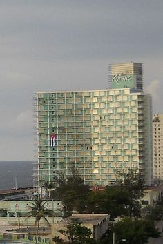 The hotel was owned and operated by Riviera de Cuba S.A. company, which was established by Meyer Lansky, though the incorporation papers listed the names of Miami hotel operators, a Canadian textile company and several others. It was built at a cost of US $8 million, most of which was provided by the Bank for Economic and Social Development (BANDES), a state-run development bank set up by Fulgencio Batista.