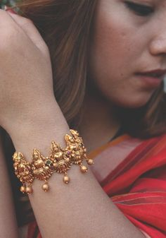 Gold Bangles Design, Gold Earrings Designs, Gold Jewellery Design, Necklace Designs, Antique Jewellery, Tanishq Jewellery, Gold Jhumka Earrings, Gold Necklace, Star Necklace