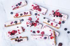 Πανεύκολο γιαουρτογλυκό κατάψυξης με φρούτα του δάσους (VIDEO) Healthy Deserts, Convenience Store, Convinience Store, Health Desserts