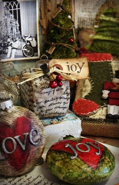 Looks just like the ornaments I did this Christmas! Aughhh....and I thought I was so creative....oh well....I'm not the only one who is smart! :o)