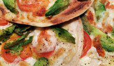 Tortizza's met tomaat, avocado, mozzarella en crème fraîche