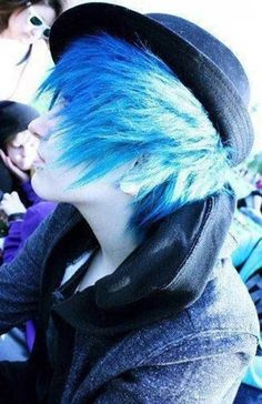 Looks like Ciel Phantomhive but with brighter hair