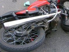 Joven de 19 años muere al chocar su motor con carro durante una competencia