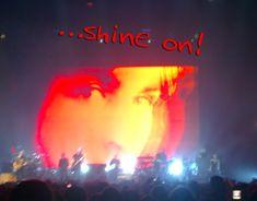 Imagen de Syd en concierto de Roger Waters.