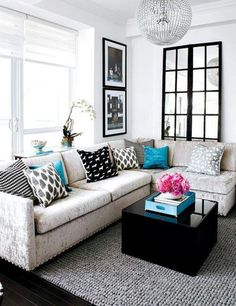 the turquoise pop of color (and the fresh flowers) makes this black & white style living room shine