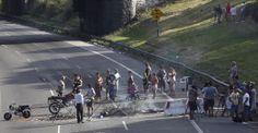 #CortesDeLuz: Los vecinos de Villa Lugano cortan la Autopista Dellepiane.