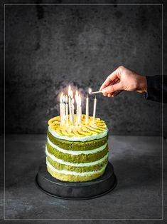 Birthdaycake mit Limetten, Kiwi und Matcha Matcha, Kiwi, Birthday Candles, Desserts, Food, Bakeware, Pies, Food Food, Bakken