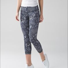 feb811801e5e8e Lululemon Wunder Under Crop III - Pretty Lace White Black - lulu fanatics